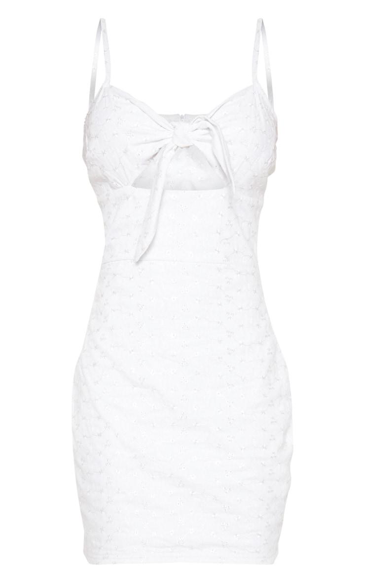 Robe droite blanche en broderie anglaise à nouer devant  3