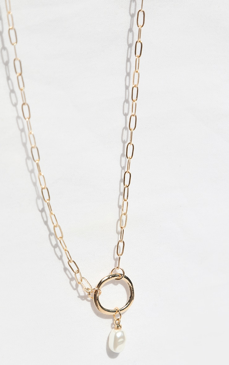 Gold Circle White Pearl Necklace 3