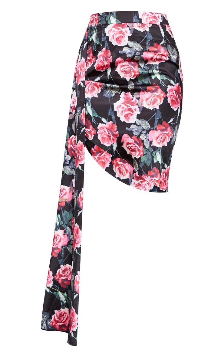 Jupe satinée noire à imprimé floral froncée sur le côté 5