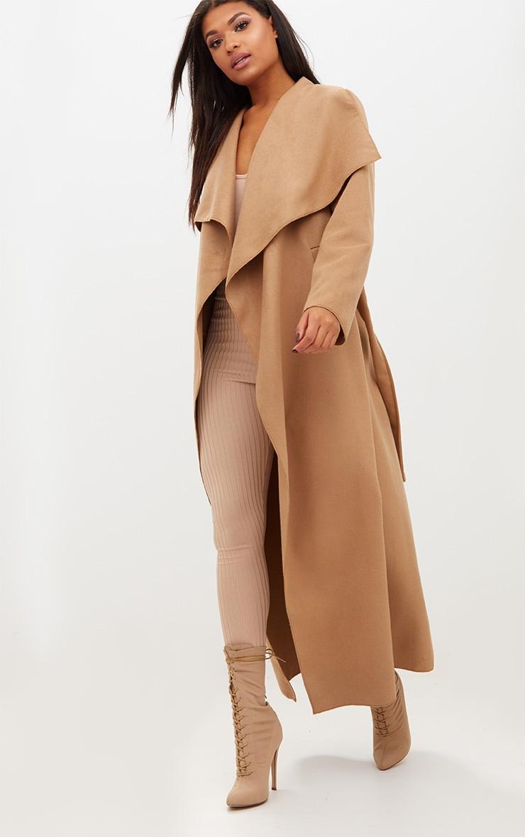 Manteau long oversize effet cascade camel à ceinture 4