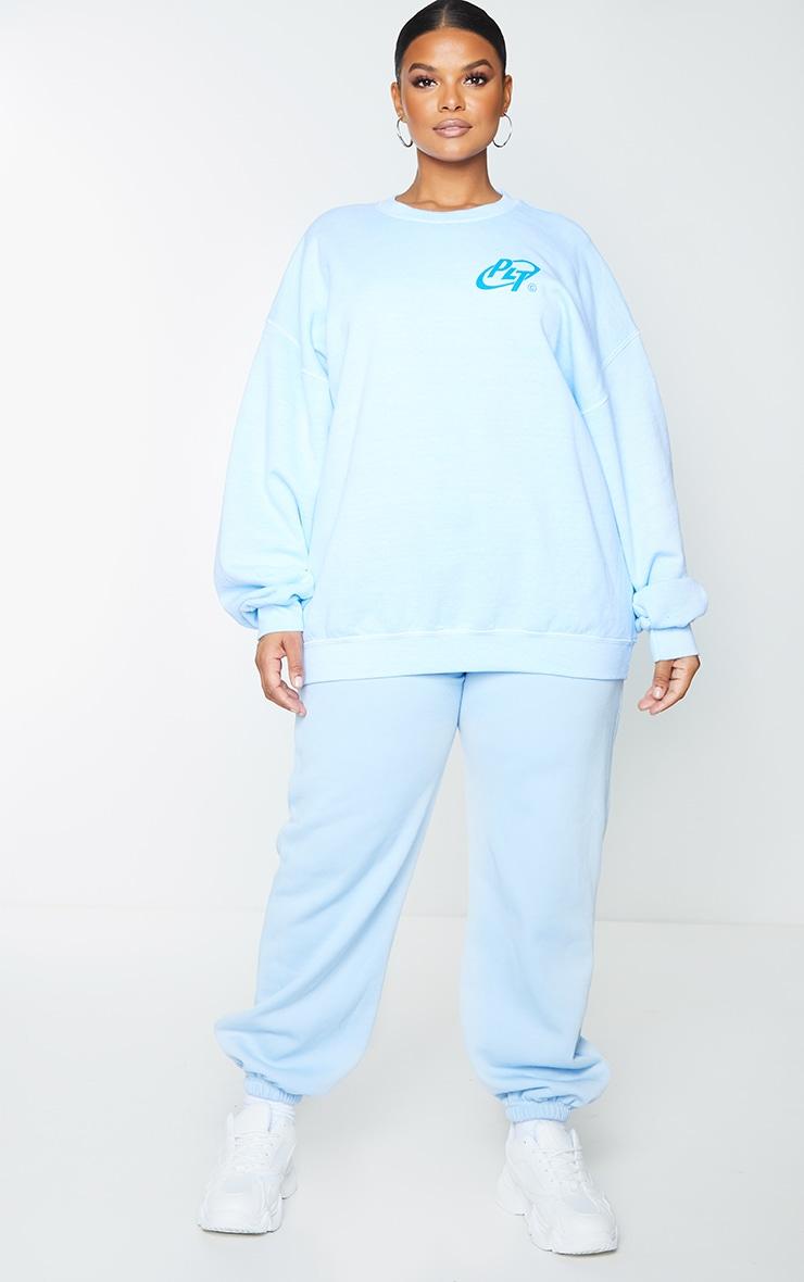 PRETTYLITTLETHING Plus Blue Slogan Washed Sweatshirt 1
