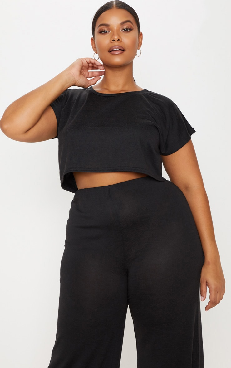 533b90d17 Plus Black Cropped T-Shirt | Plus Size | PrettyLittleThing USA