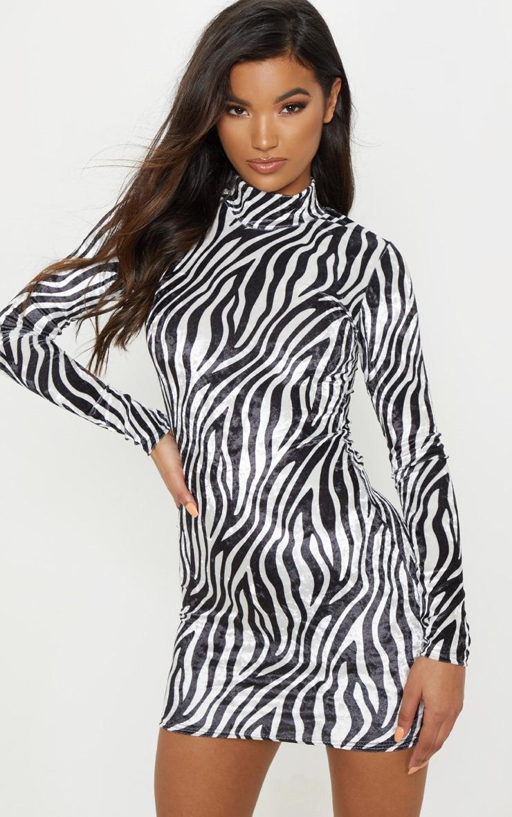 6562304ecd8c Robe velours imprimé zèbre. Robes   PrettyLittleThing FR