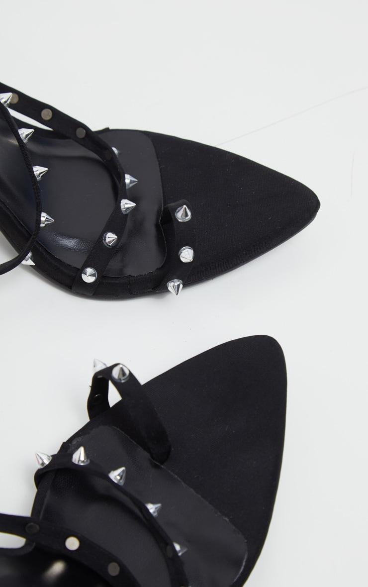 Sandales à talons noires pointues à bride orteil et clous 4