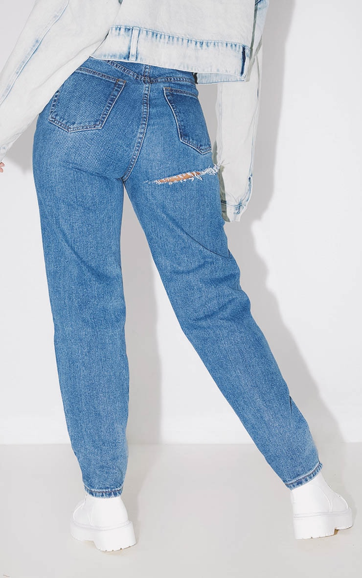 PRETTYLITTLETHING Mid Blue Bum Rip Mom Jean 4
