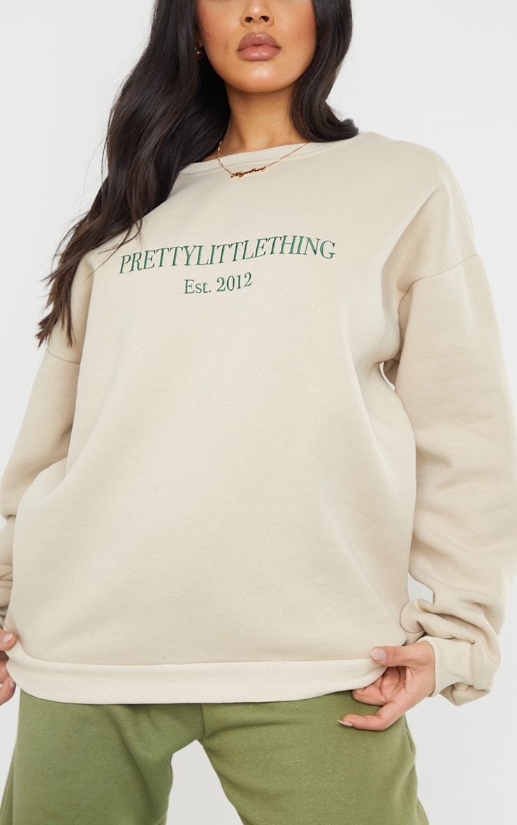 PRETTYLITTLETHING Sand Est 2012 Slogan Embroidered Sweatshirt 4