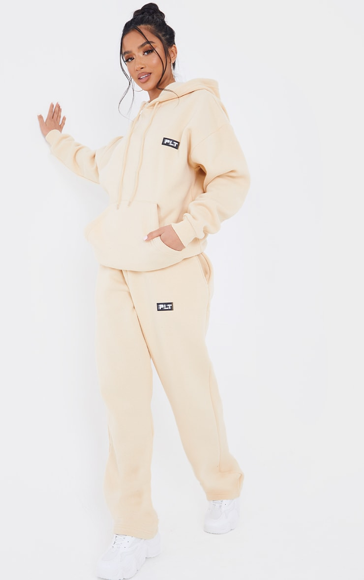 PRETTYLITTLETHING Petite Camel Badge Detail Oversized Hoodie 3