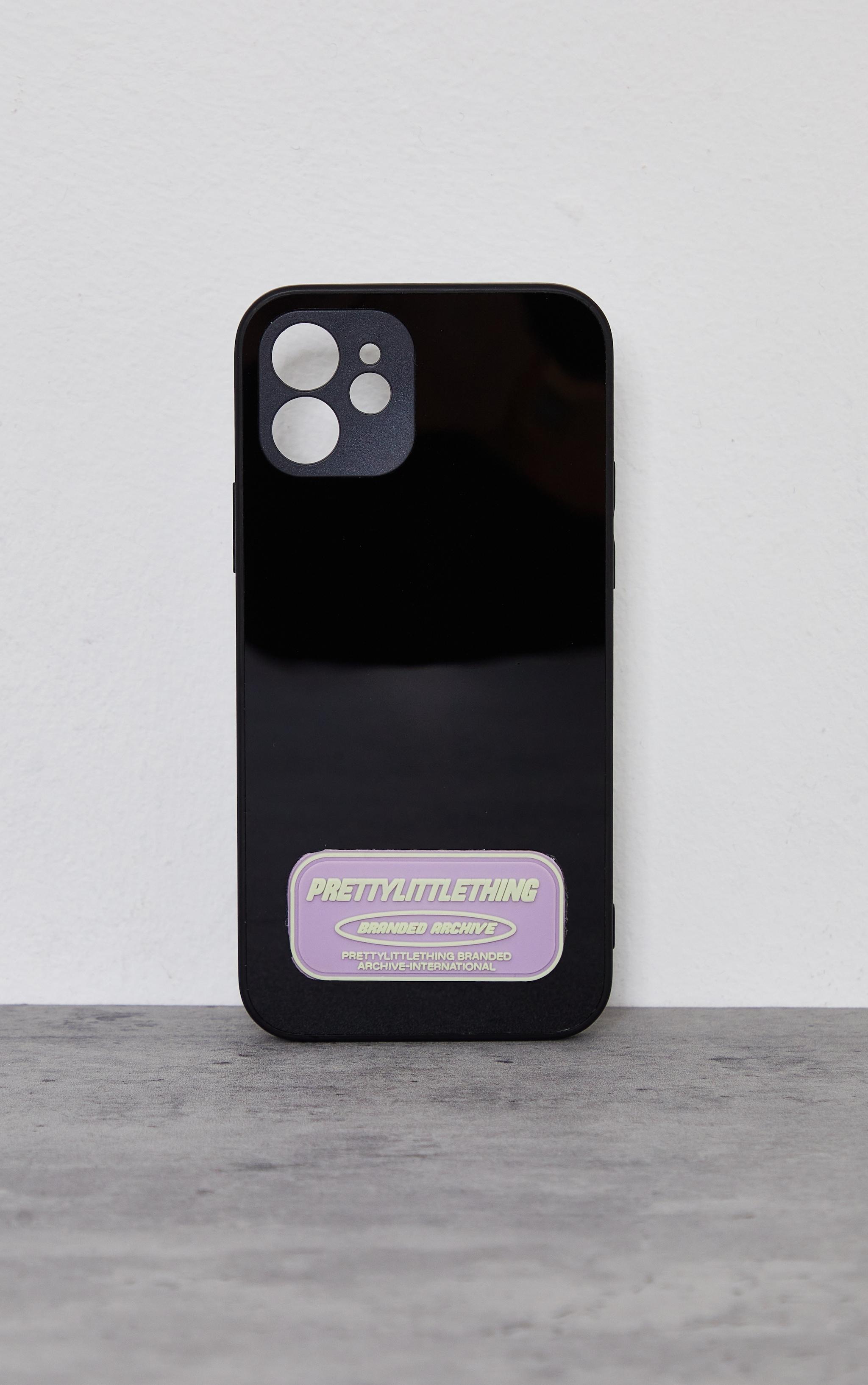 PRETTYLITTLETHING - Coque noire à imprimé Branded Archive pour iPhone 12/12 Pro 1