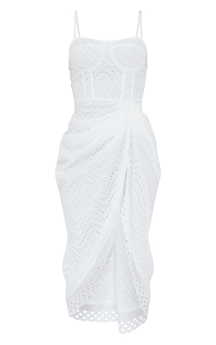 Robe mi-longue blanche drapée style corset à bretelles et broderie anglaise 5