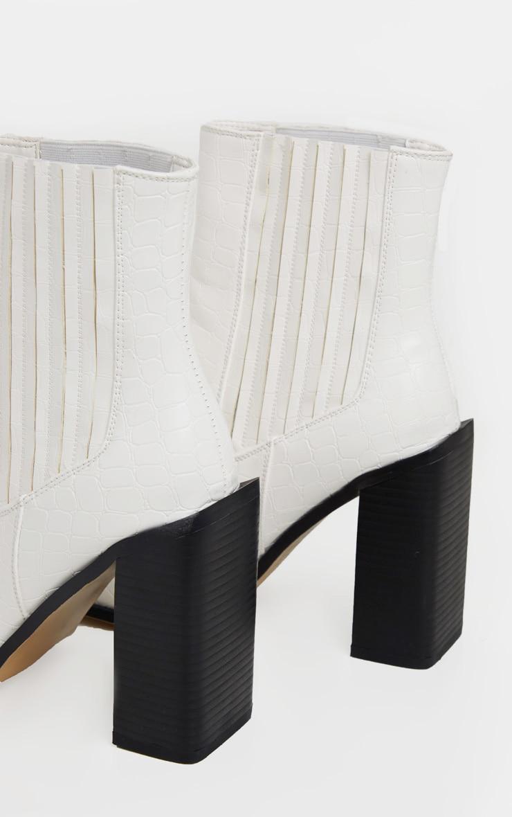 Bottines blanches carrées style western effet croco à talon bloc  4