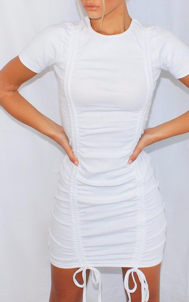 Robe moulante blanche très côtelée & froncée devant à manches courtes 4