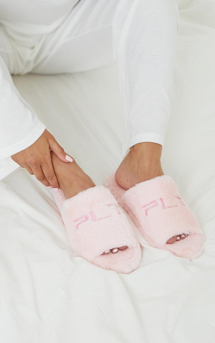PRETTYLITTLETHING - Pantoufles roses à slogan brodé 1