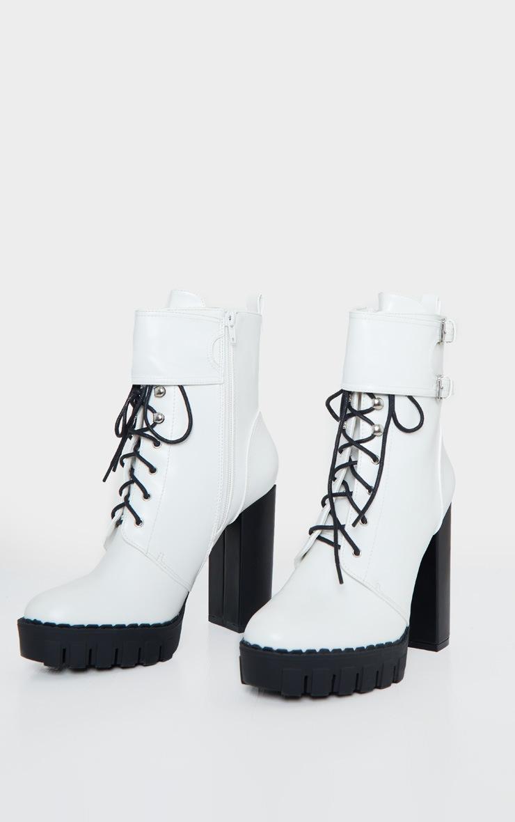 Bottines blanches style rando à plateforme et boucles 3