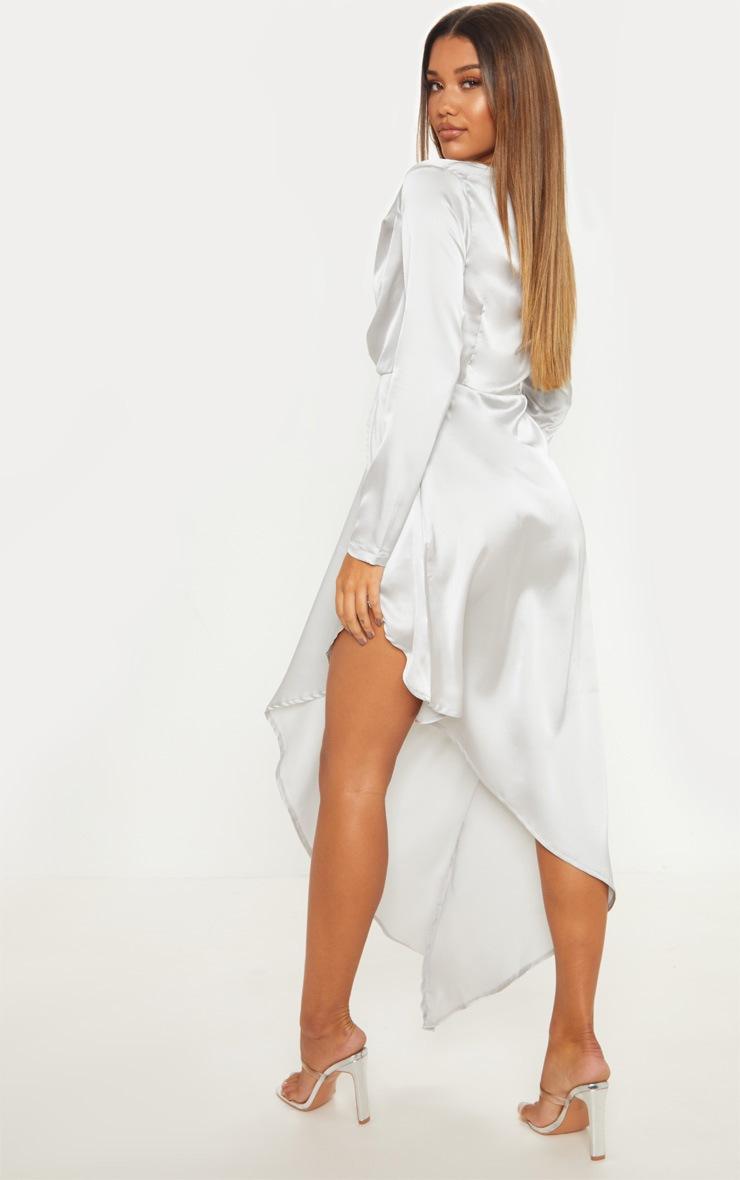 Robe très longue argentée satinée à manches longues, décolleté plongeant et ourlet asymétrique 2