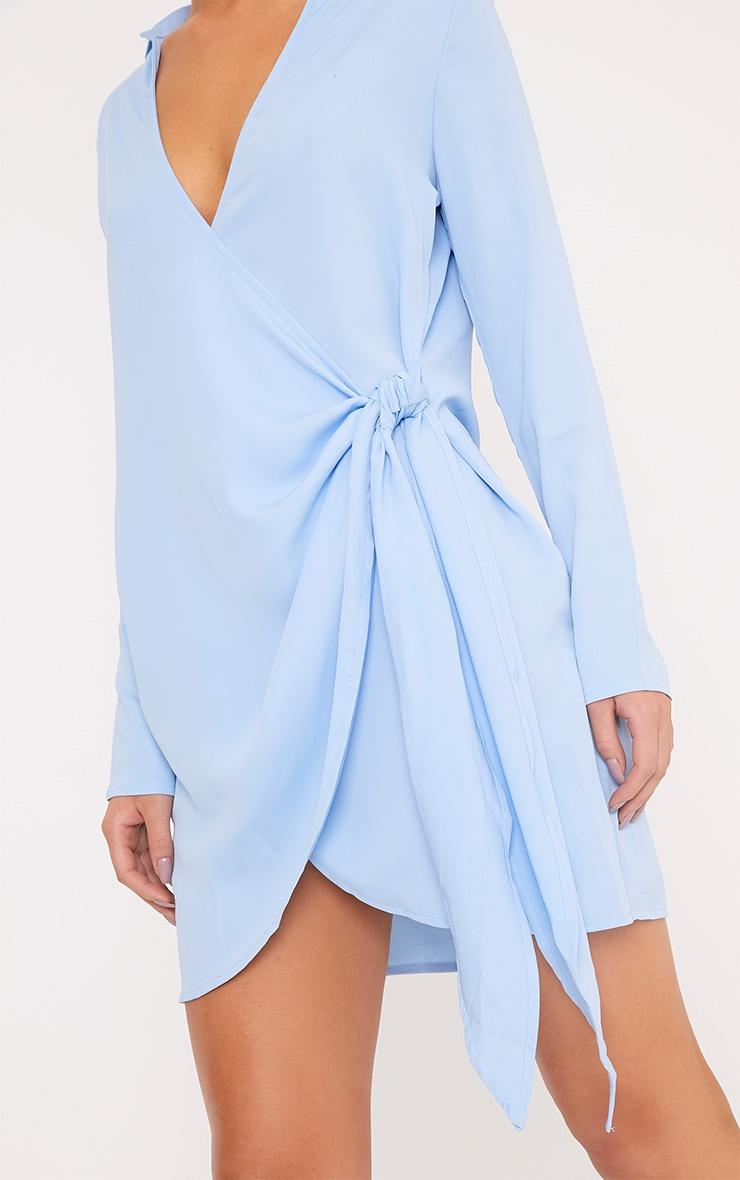 Shaylene robe chemise sans manches bleu poudré en satin à cordon à nouer à la taille 5