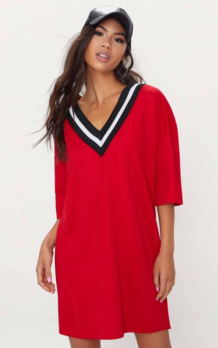 f276764be81d Robe t-shirt rouge à col en V sport. Robes