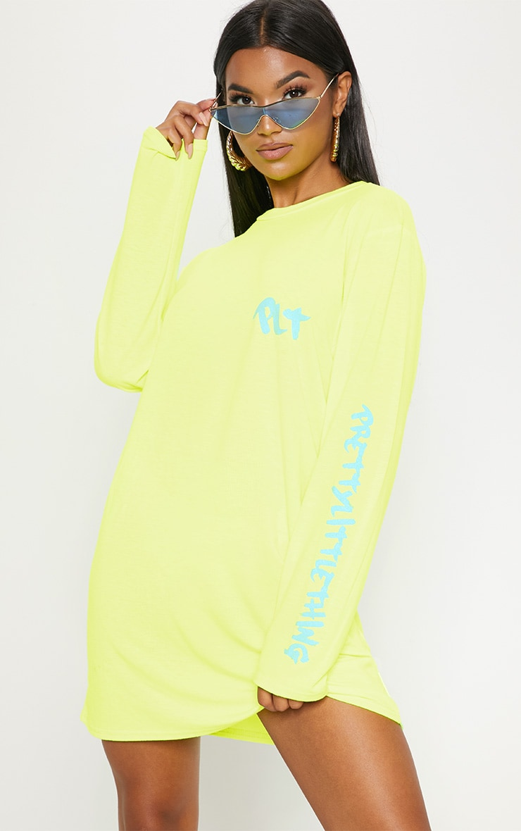 prettylittlething-yellow-slogan-long-sleeve-t-shirt-dress by prettylittlething