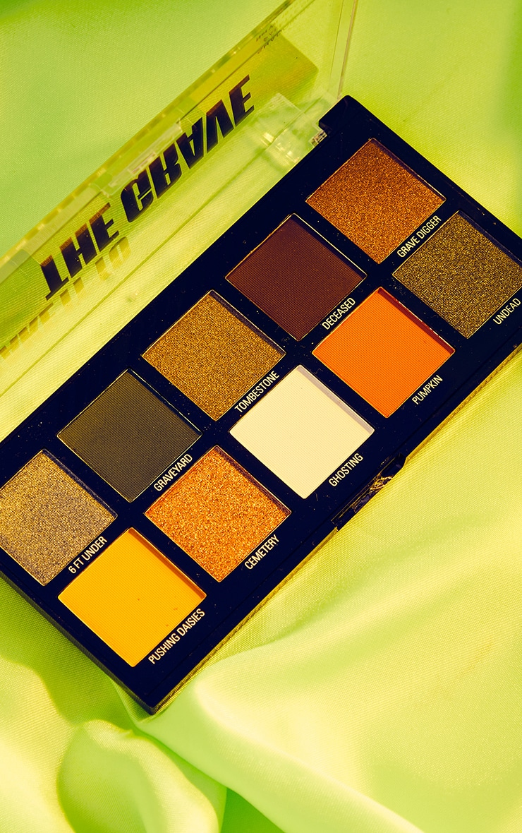 Makeup Obsession Halloween Take It to the Grave Shadow Palette 1