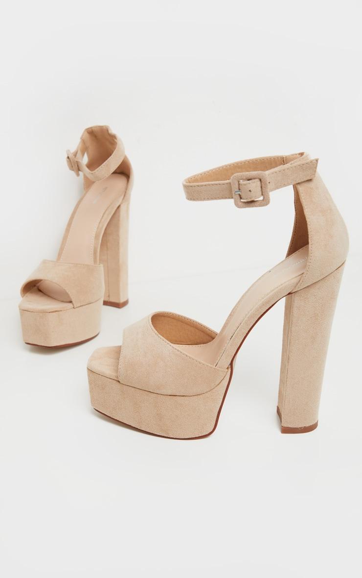 Sandales nude à haute plateforme 3