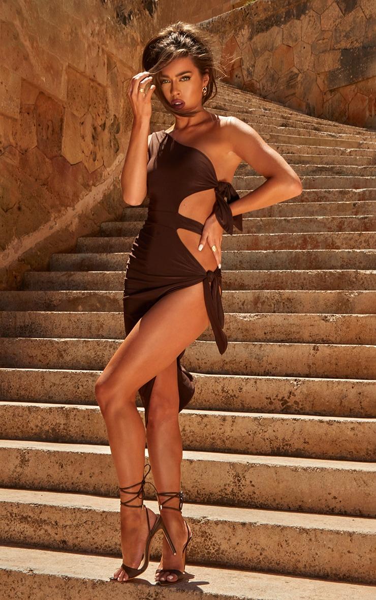 Robe mi-longue asymétrique marron chocolat à lien noué