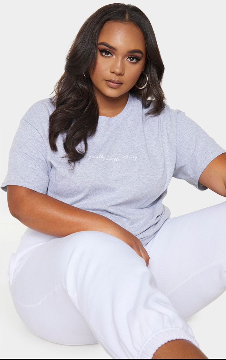 Plus PRETTYLITTLETHING Slogan Grey Oversized T Shirt 1