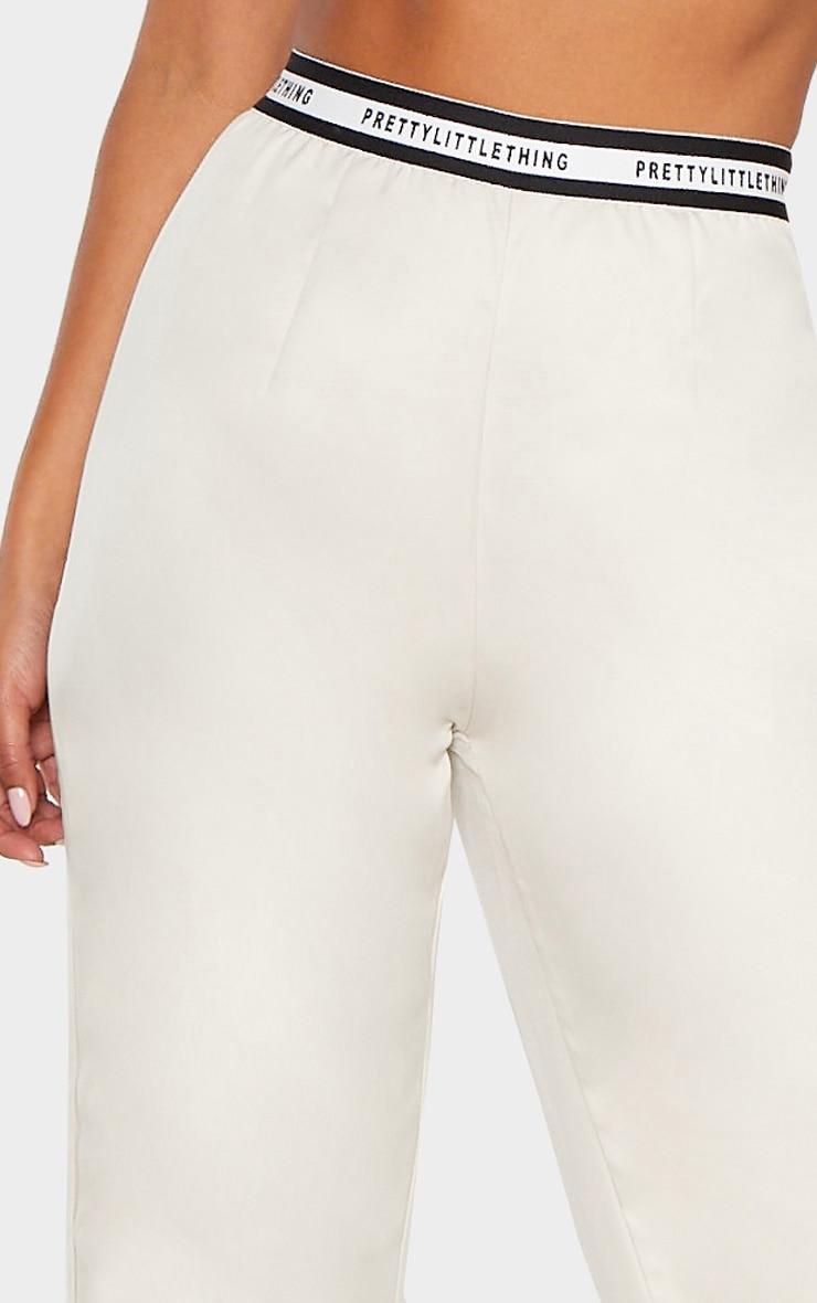 PRETTYLITTLETHING - Pantalon habillé gris pierre à jambes évasées et bande à slogan 5