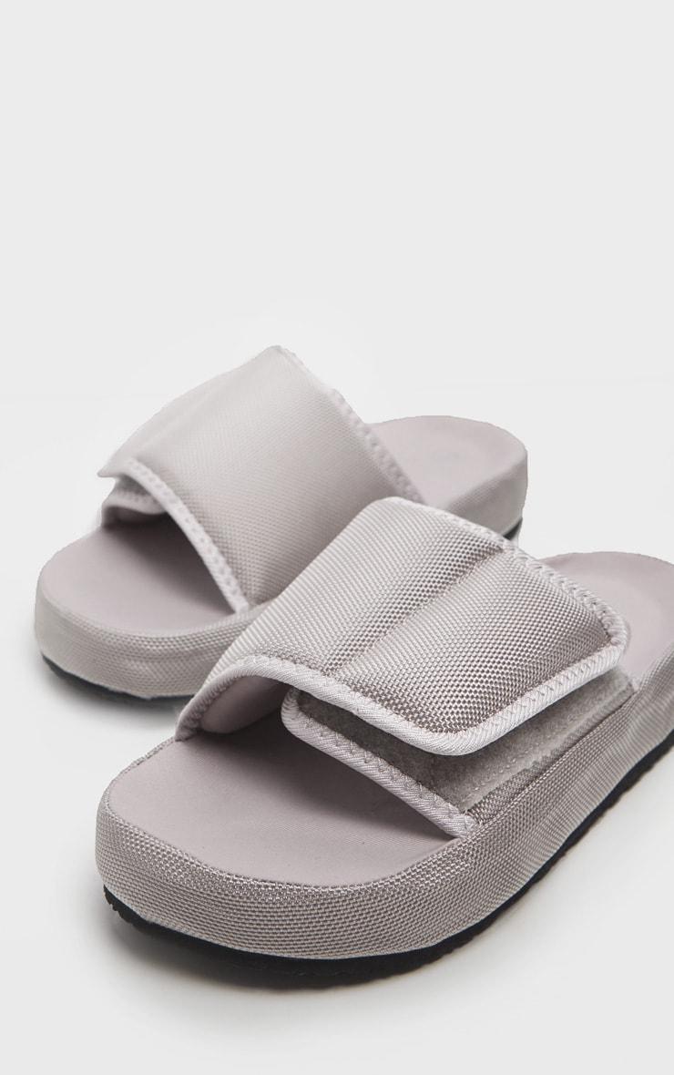 Grey Cushioned Slider 1