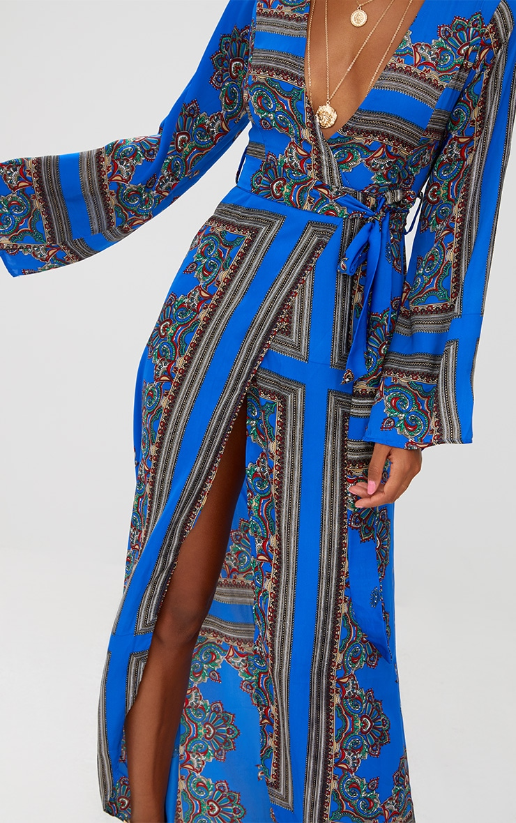 Robe kimono longue bleu cobalt à imprimé géométrique 5