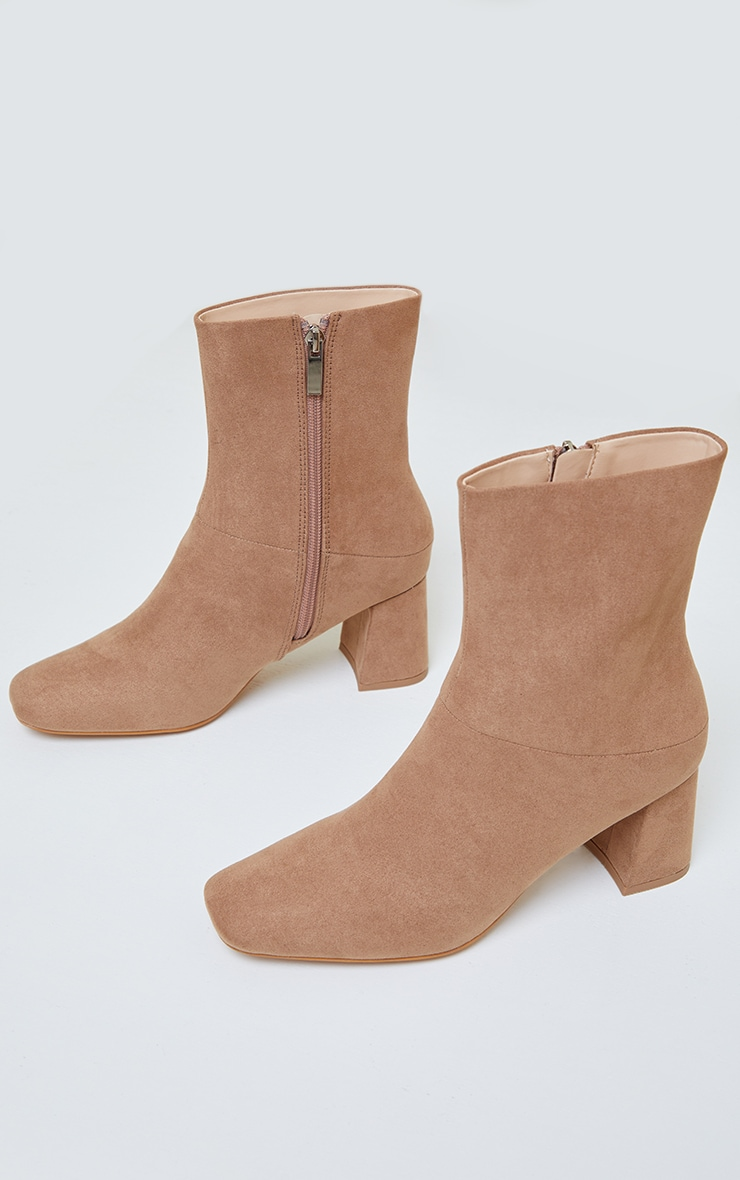 Bottines marron clair en suédine à petit talon  3