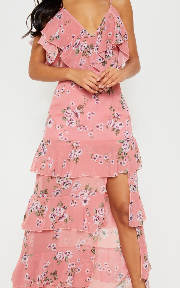 Robe longue rose imprimée à volants et fente sur le côté 5