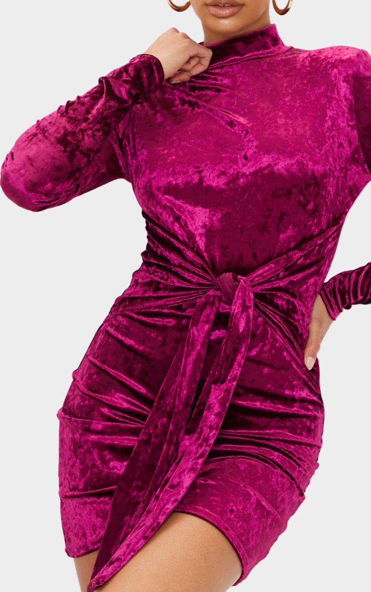 Robe moulante manches longues en velours bordeaux à col haut et lien jupe 4
