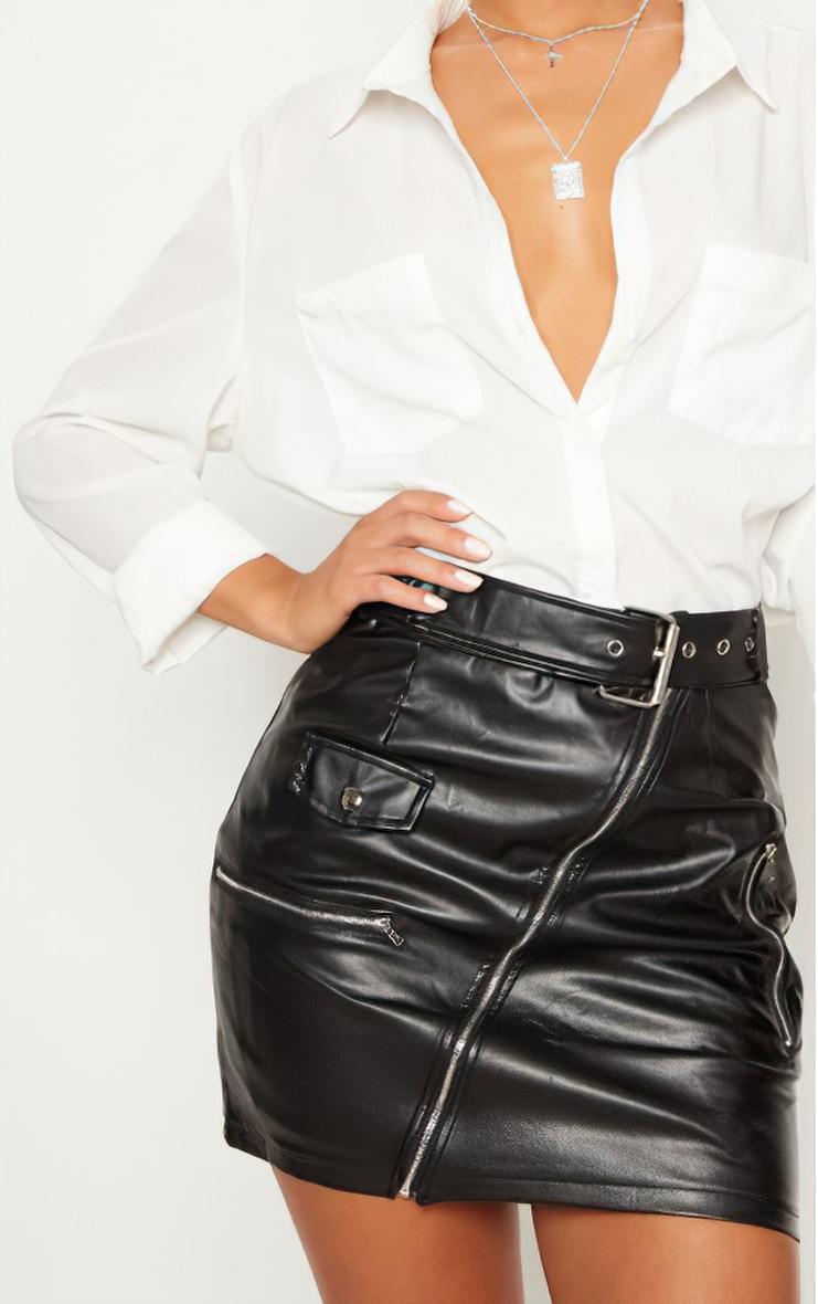 تنورة سوداء قصيرة من الجلد الصناعي مزودة بحزام لراكبي الدراجات 5