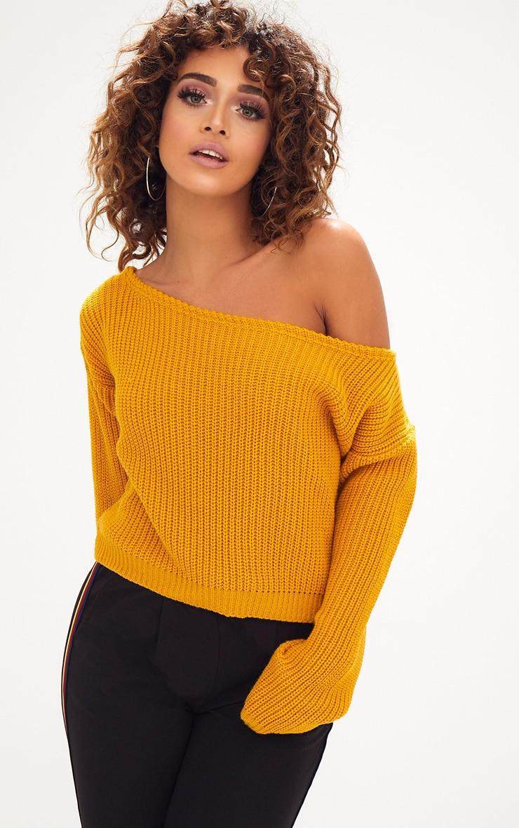 Pull court tricoté moutarde à épaules dénudées 1