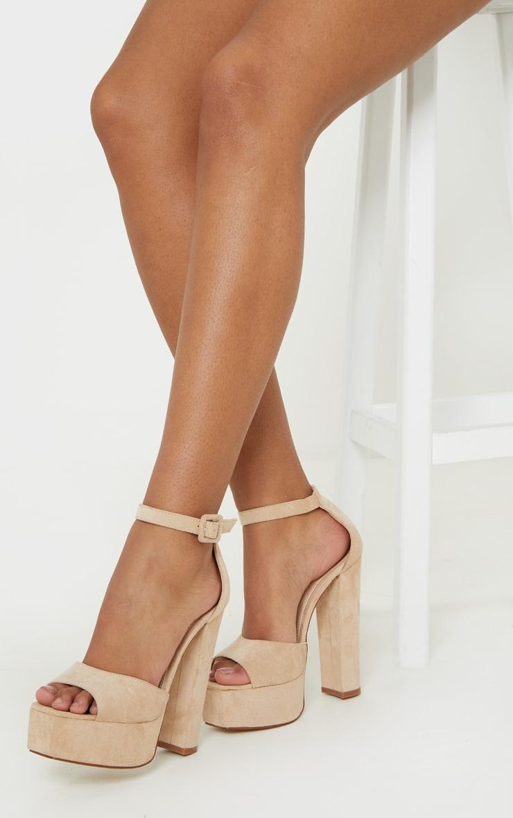 Sandales nude à haute plateforme 1