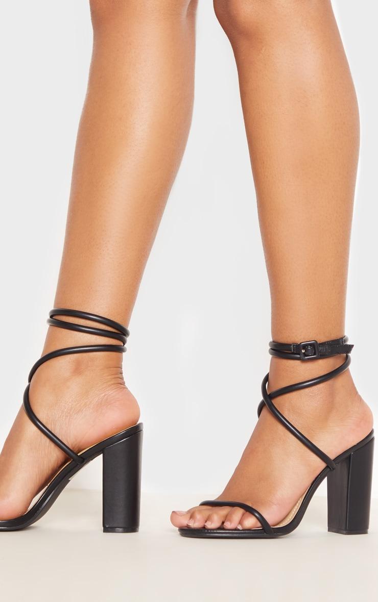 Sandales noires à brides style tube et talon carré 2
