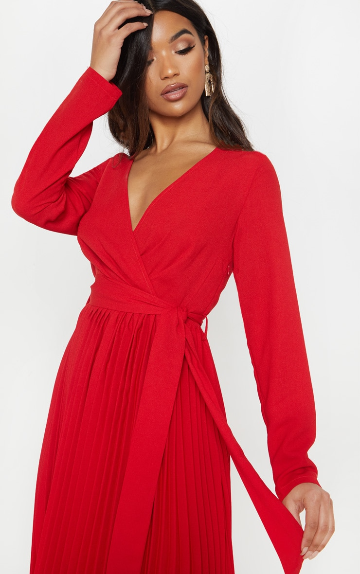Robe Rouge Mi Longue Plissee A Manches Longues Prettylittlething Fr