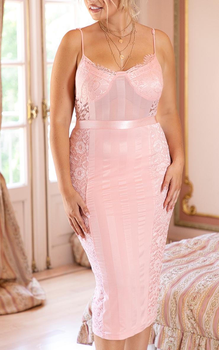 PLT Plus - Robe mi-longue rose à revêtement dentelle  5