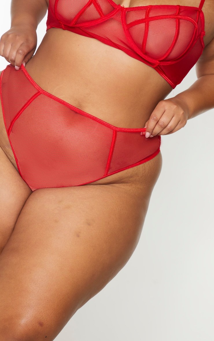 PLT Plus - String en résille rouge 4