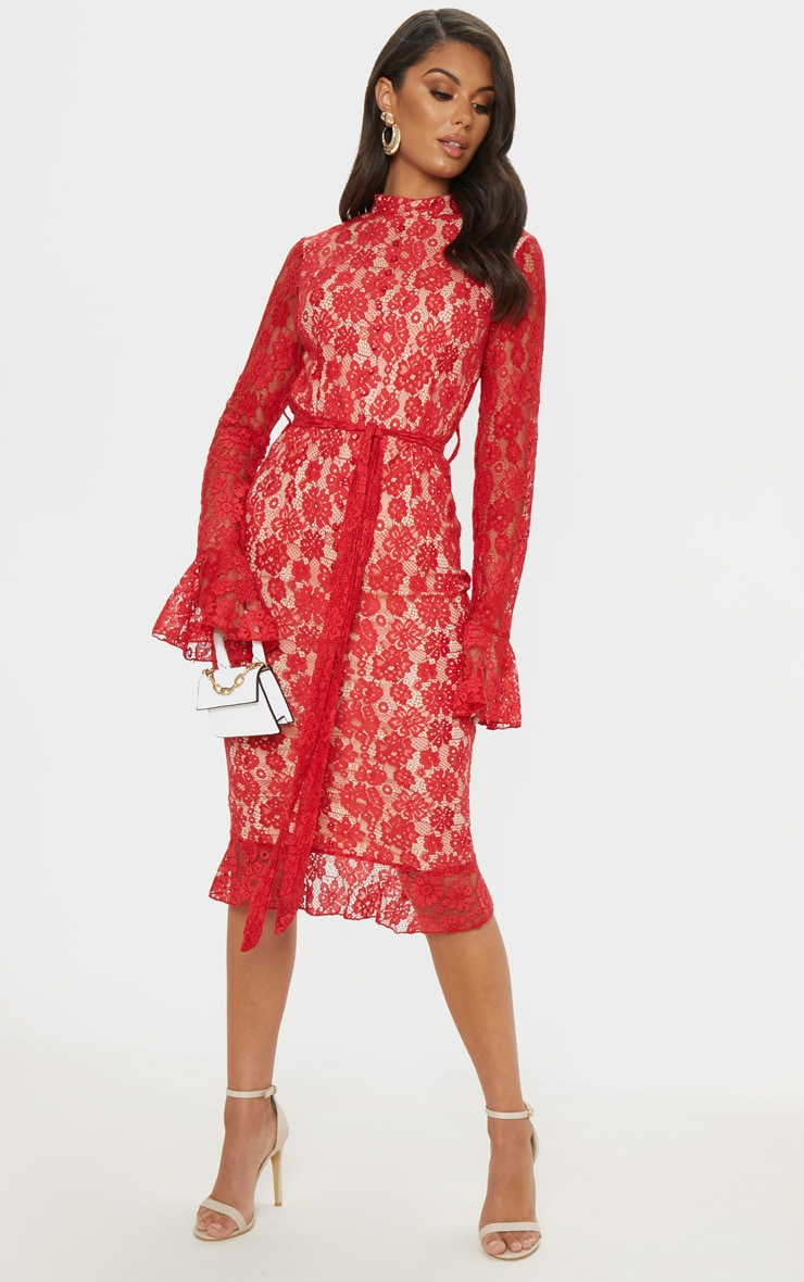 Robe mi-longue en dentelle rouge à ourlet volanté et détail boutons
