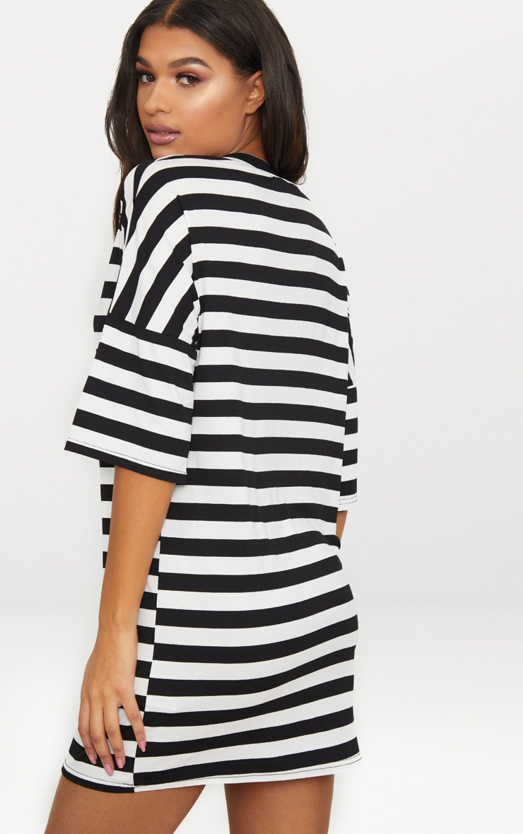 Robe T-shirt oversized à rayures noires et blanches 2