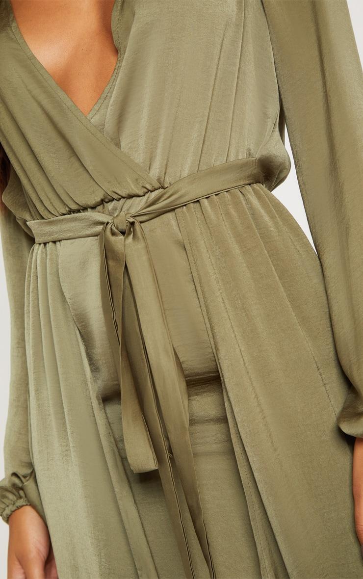 Robe longue vert sauge satinée 2 en 1 très décolletée 5