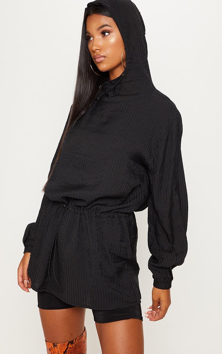 Top noir à capuche et cordons ajustables 4