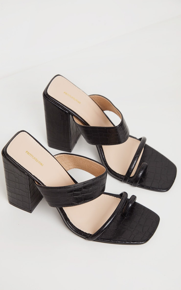 Black Chunky Block Heel Toe Loop Sandal 3
