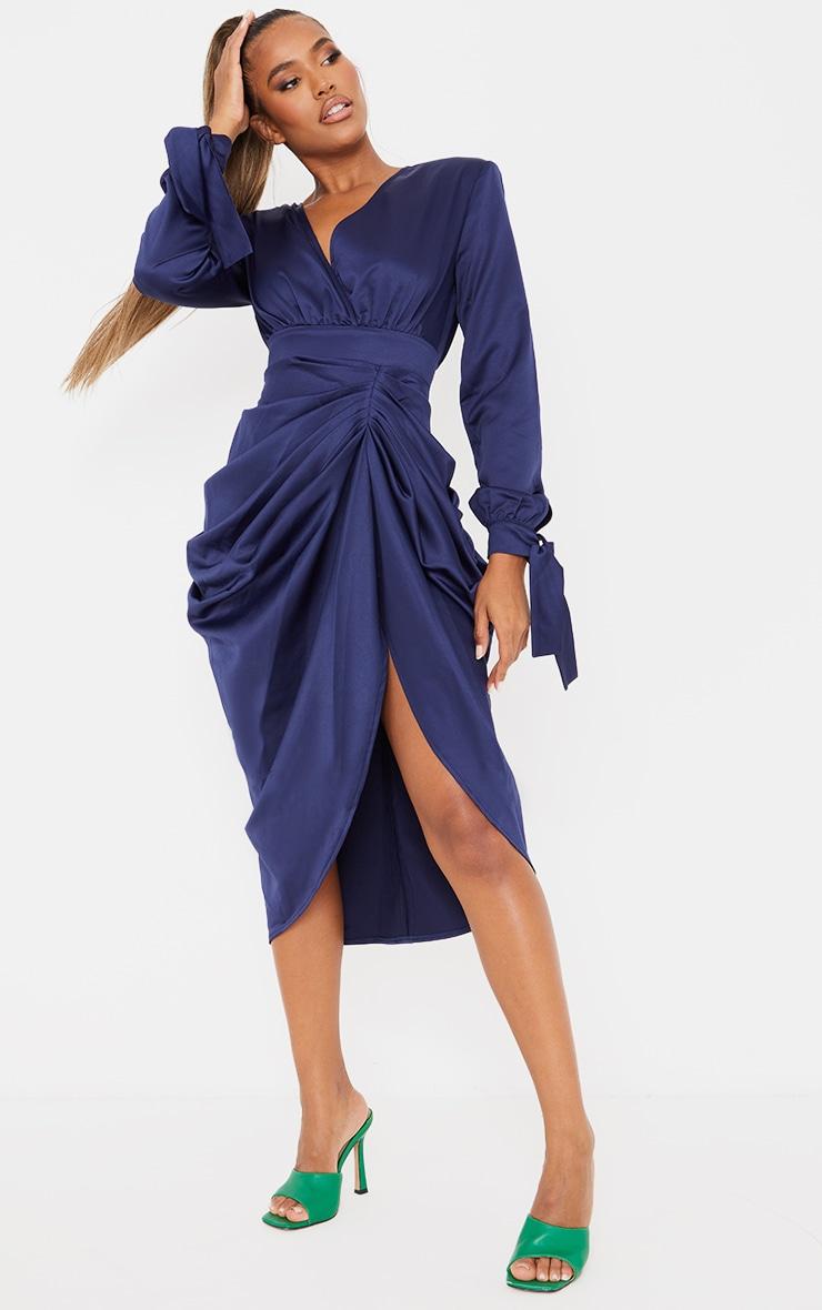 Robe mi-longue portefeuille bleu marine satinée à manches longues 3