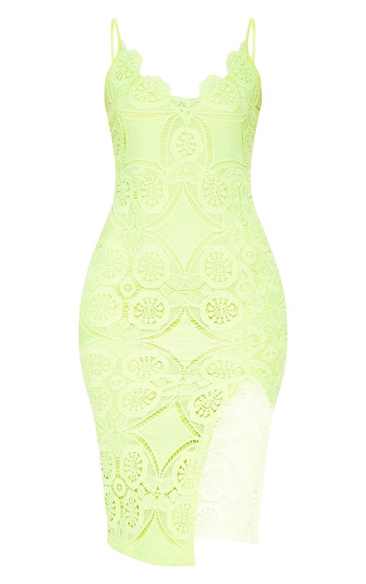 Robe moulante en dentelle vert citron clair à ourlet festonné 3