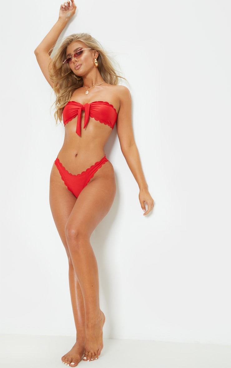 Bas de bikini cheeky à ourlet festonné rouge 4