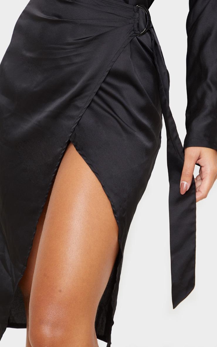 Robe mi-longue satinée noire à dos nu et jupe portefeuille 5