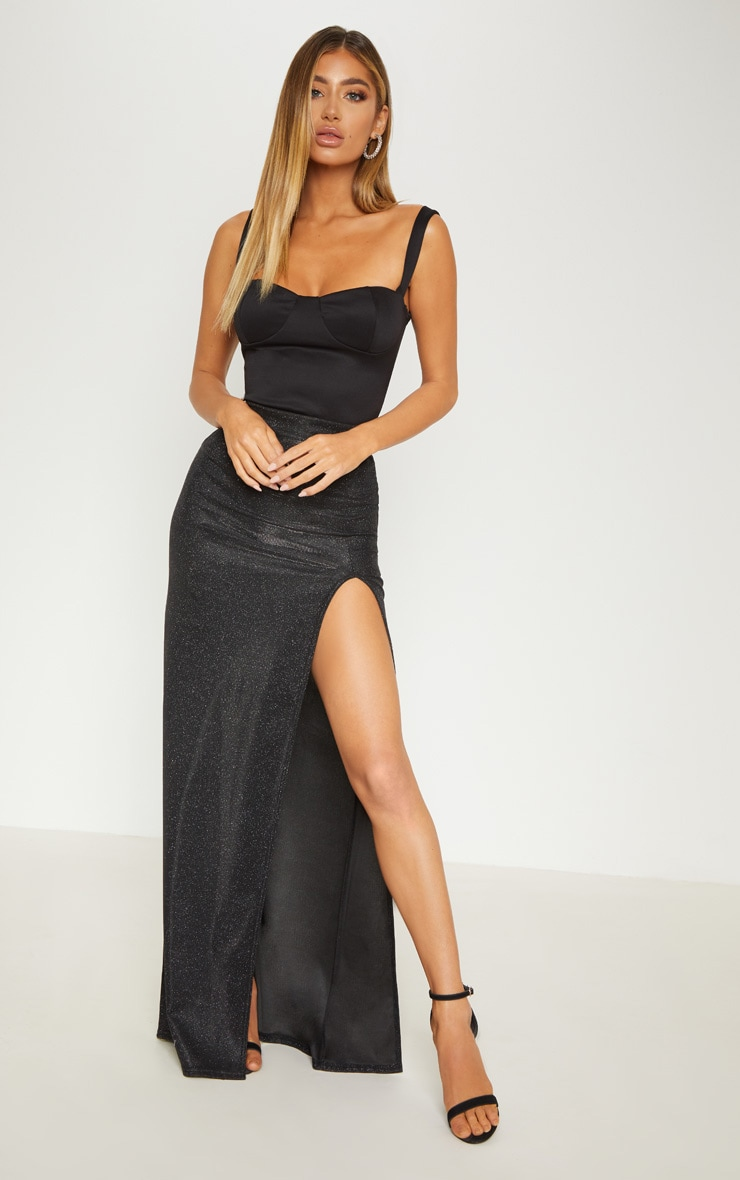 Maxi black skirt with split recommend to wear for autumn in 2019