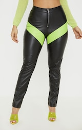 Pretty Little Things PANTALON DROIT EN SIMILICUIR NOIR À ZIP ET COLOURBLOCKS FLUO