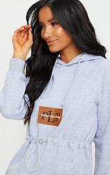 PRETTYLITTLETHING - Robe hoodie grise à cordons 4